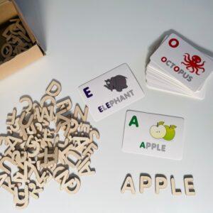 Abėcėlės ir medinių raidelių rinkinys